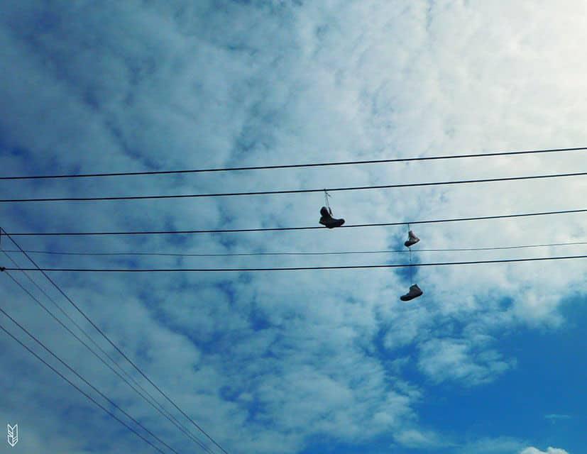 jeter ses chaussures en l'air
