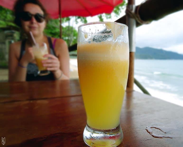 un suco de maracuja - Brésil