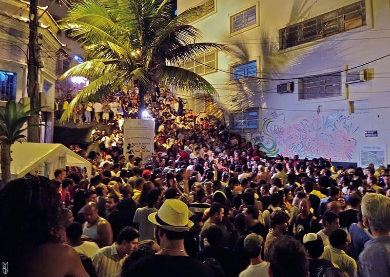 danser la samba à Pedra do Sal - Rio de Janeiro