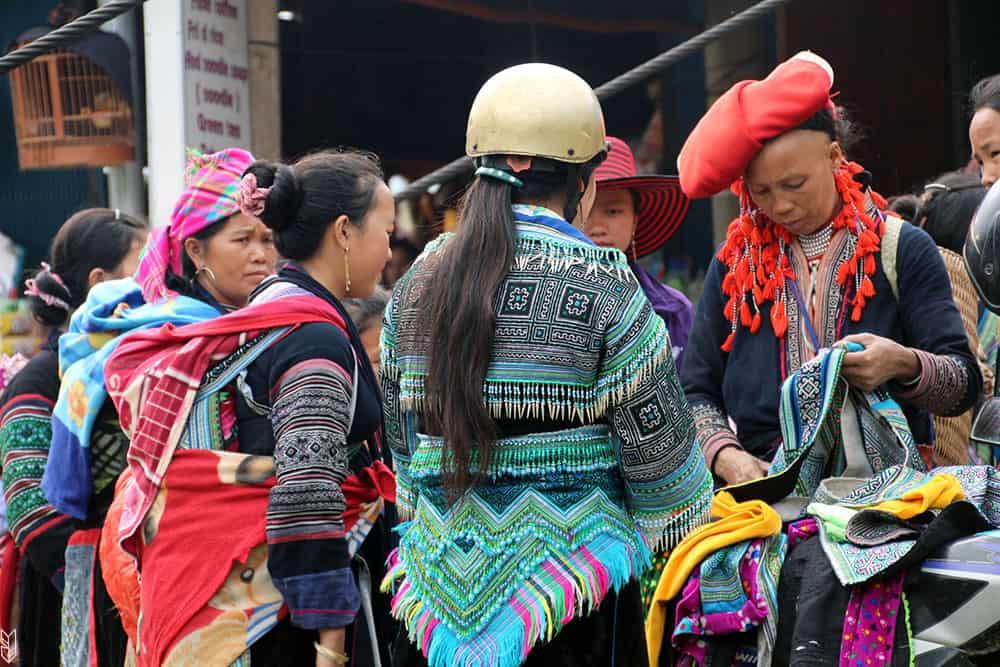 les tenues des minorités ethniques de Sapa