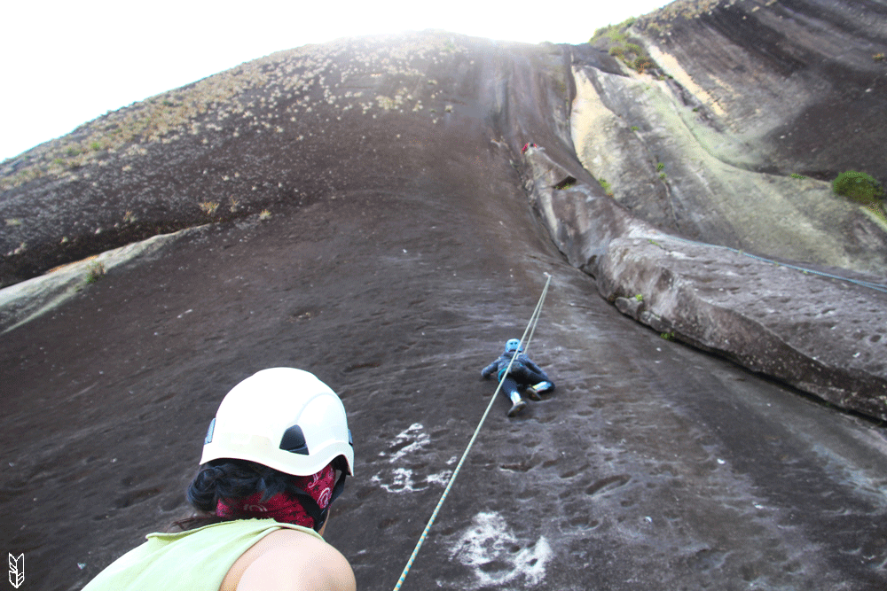 escalader le Peñol de Guatapé