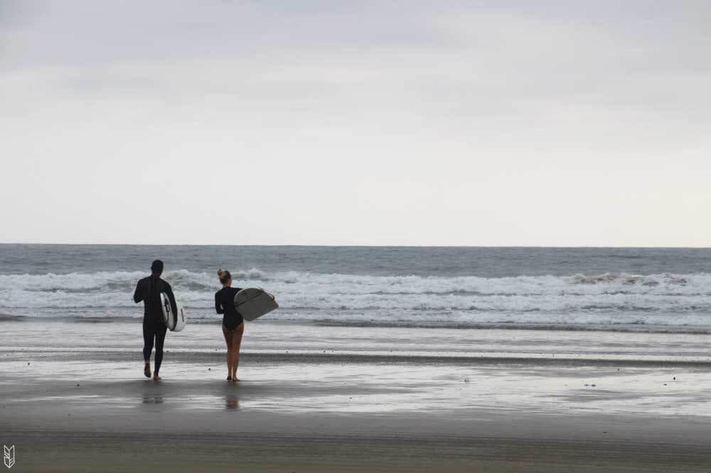 apprendre à surfer en Équateur